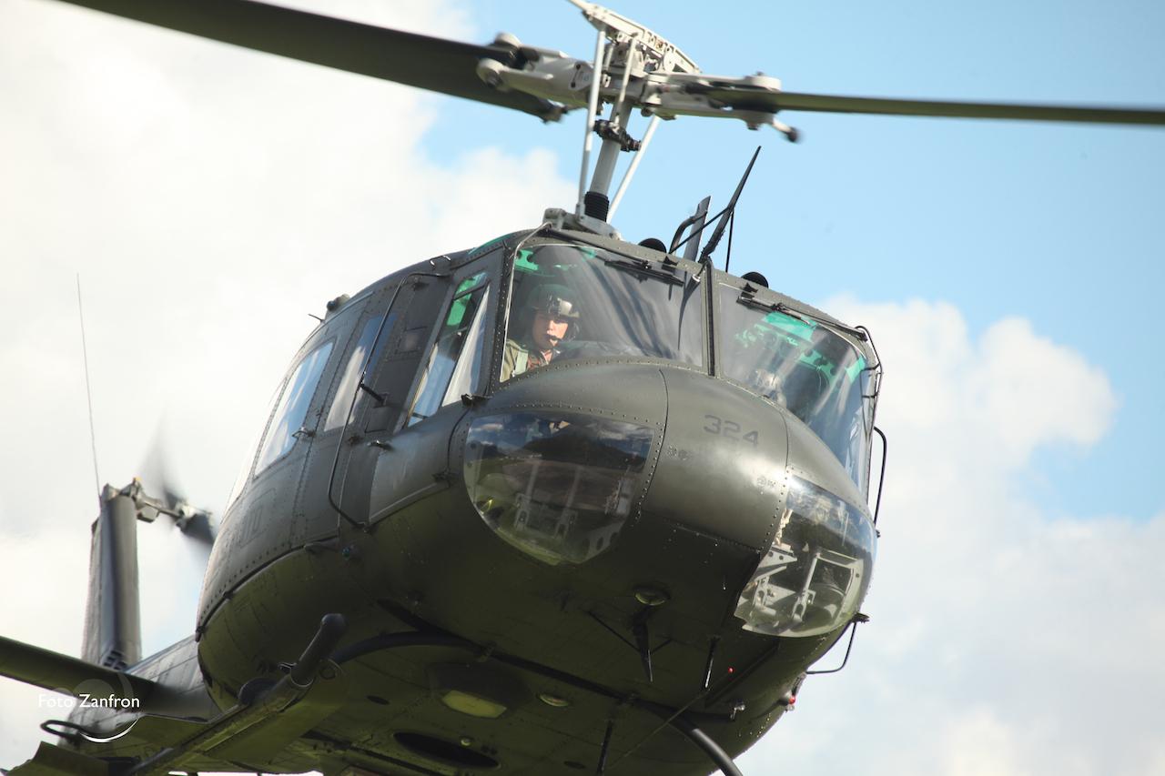 Elicottero 205 : Ab u associazione nazionale aviazione esercito