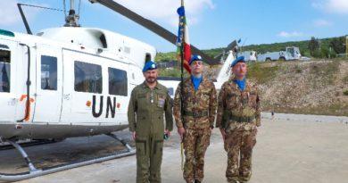 """Italair UN 282, trasporta lo stendardo del 4° Reggimento """"Genova Cavalleria"""""""