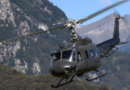 """Un UH-205A del 34° """"Toro"""" impiegato nella ricerca di un aliante"""