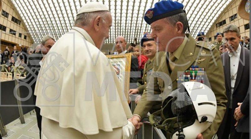 I Baschi Azzurri dell'AVESincontrano Papa Francesco